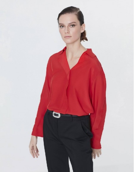 Red Neck detailed blouse