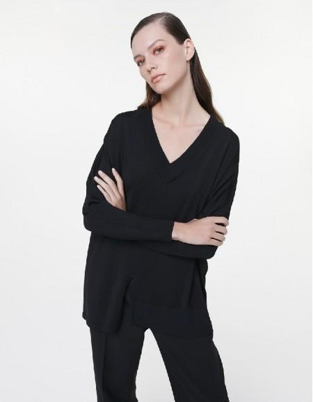 Black V neck tricot