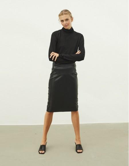 Black Leather Form Pencil Skirt