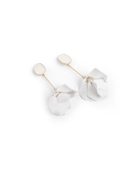 White Flower Form Dangle Earrings