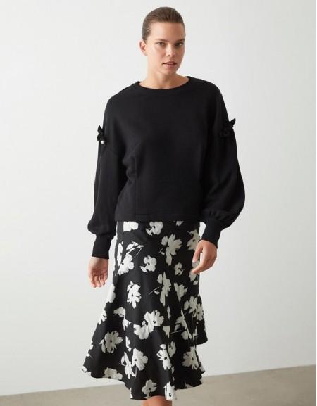 Black Pearl Accessory Sweatshirt