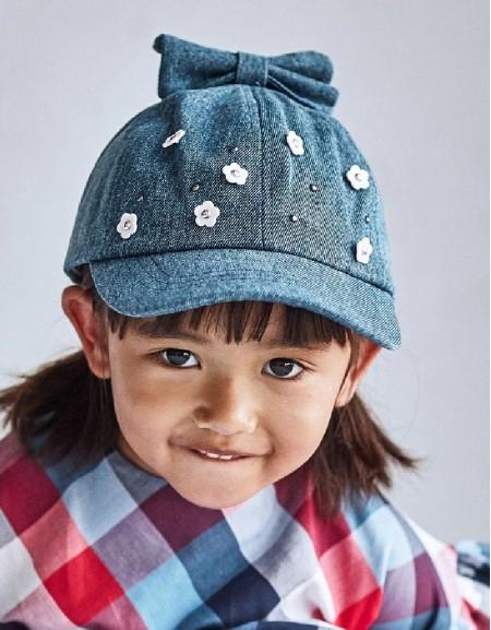 Medium Hat With Floral Aplique
